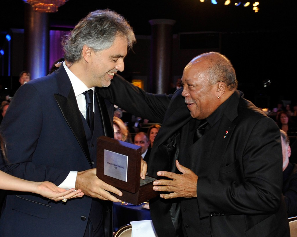 Andrea Bocelli Presenting Award to Quincy Jones 1024x818 Andrea Bocelli Foundation Launches with 2011 Benefit Gala.