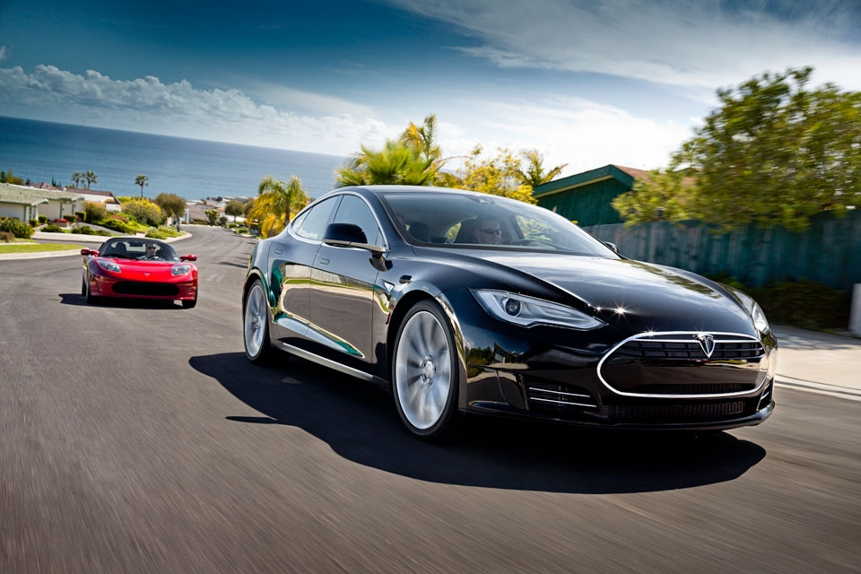 model s alpha and roadster 960x640 h Tesla's All Electric Luxury Model S Set For Delivery.